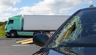 victims of a truck accident that need an injury lawyer
