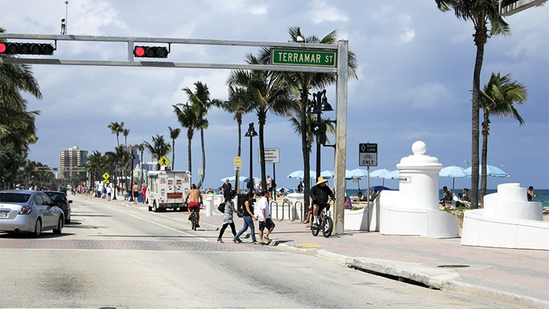 pedestrians safely crossing Ft Lauderdale street with no accidents