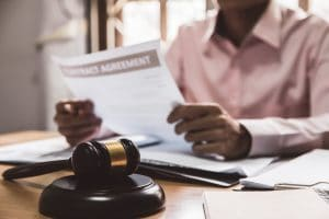 Criminal Defense Attorney vs Personal Injury Lawyer